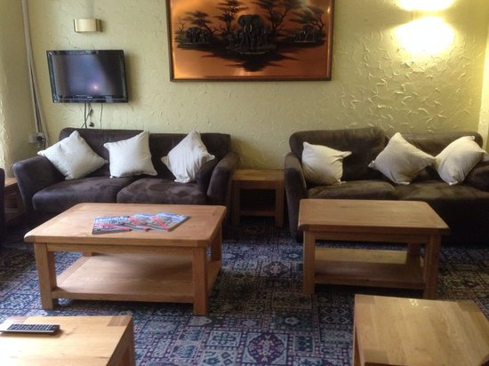 The Dukeries Hotel: Tv lounge