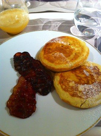 Mandarin Oriental, Paris : カメリアの朝食  パンケーキ