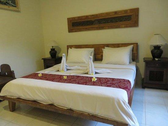 Sri Ratih Cottages: Our room