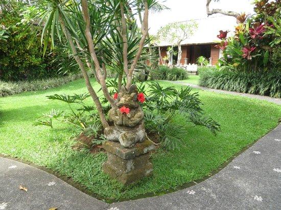 Sri Ratih Cottages: Balinese Garden
