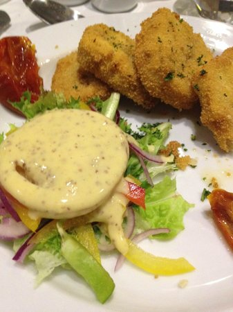 Behan's Horseshoe Pub: Starter Breaded Mushroom Stuffed with Pesto & Cream Cheese