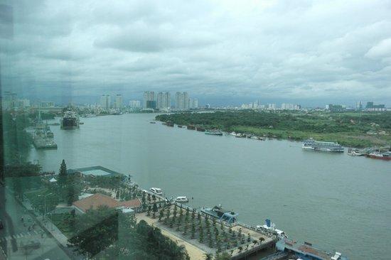 Renaissance Riverside Hotel Saigon : River view from room