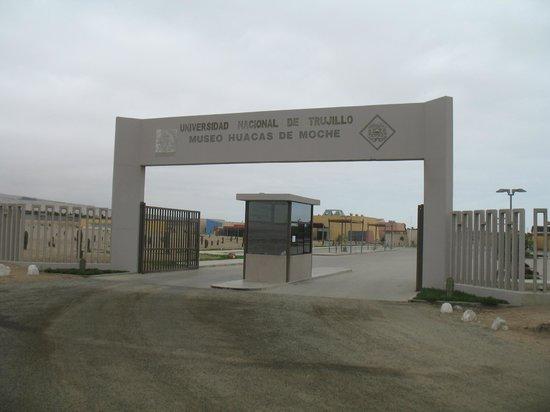 Trujillo, Peru: Museum entrance