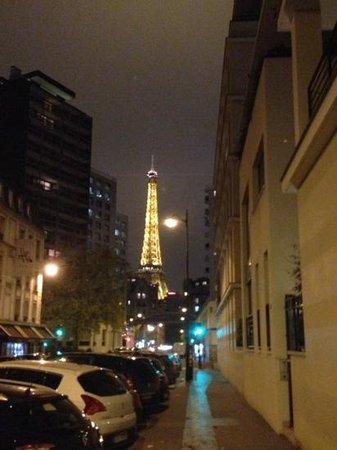 Eiffel Saint Charles: Torre Desde la entrada del Hotel