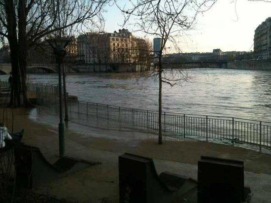 Hotel Le Clos Notre Dame: quais de la seine à deux pas