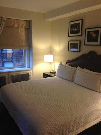 The Lexington New York City, Autograph Collection : Corner bedroom