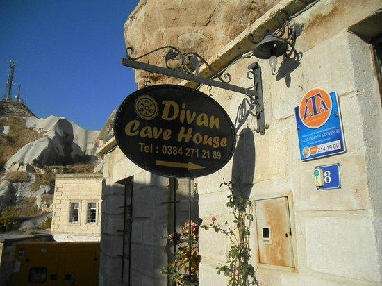 Divan Cave House: ホテル看板