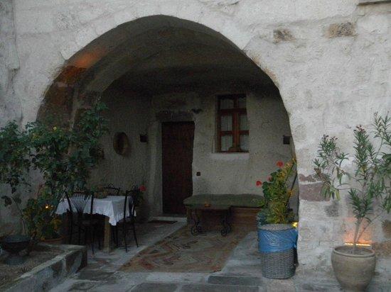 Divan Cave House: 部屋の入口