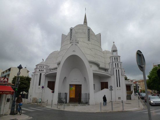 La Moma : Neighborhood church, Jeanne d'Arc (built in 1932)