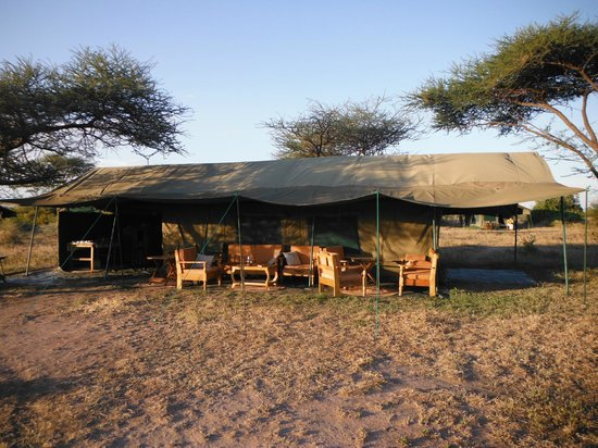 Restaurant - Robanda Tented Camp (Wildlands)