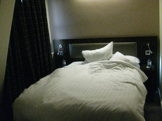 Mercure London Paddington Hotel : Should have taken the photo before I used the bed :o)