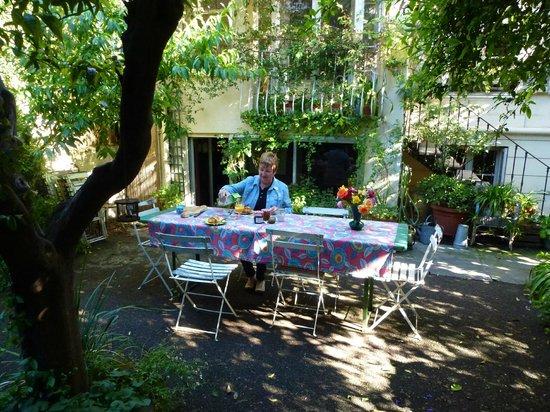 La Moma: Breakfast in the garden