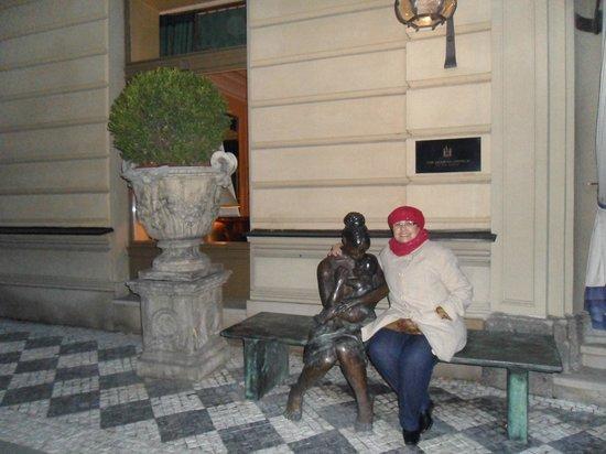Le Palais Art Hotel Prague: Frente do Hotel. Esta foto é irrestível
