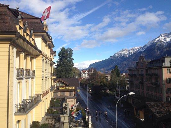 Hotel Royal St. Georges Interlaken - MGallery Collection: Vista da varanda do quarto do predio anexo. Fachada do hotel.
