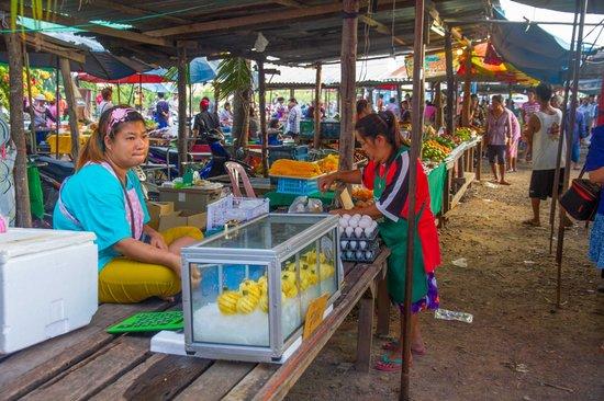 Sheraton Hua Hin Pranburi Villas: local market b
