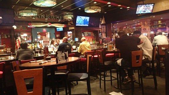 TGI Fridays : The bar