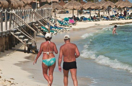 Catalonia Yucatan Beach: Great Beach with snorkelling