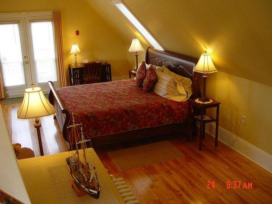Louisbourg Heritage House Bed & Breakfast: 3rd floor suite