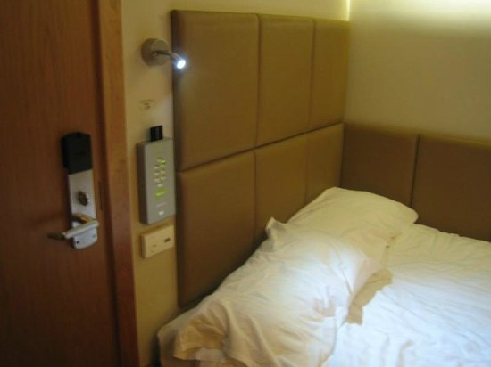 Nitenite Birmingham: The comfy double bed and card control panel