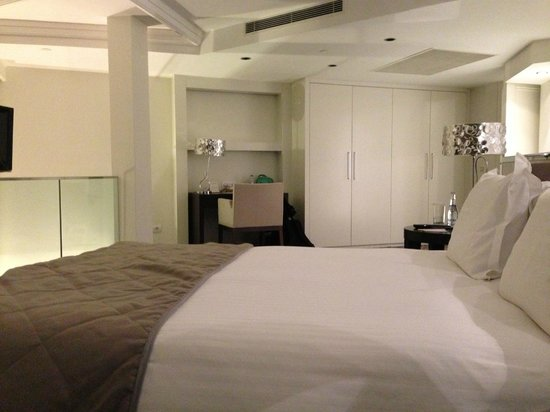 Rixos Taksim Istanbul: Spacious Sleeping Area with Desk and Fat Screen TV in front of Bed