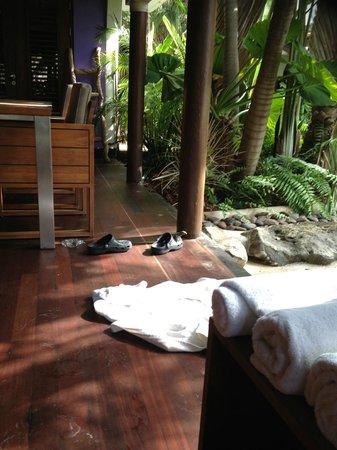 Baoase Luxury Resort: patio area