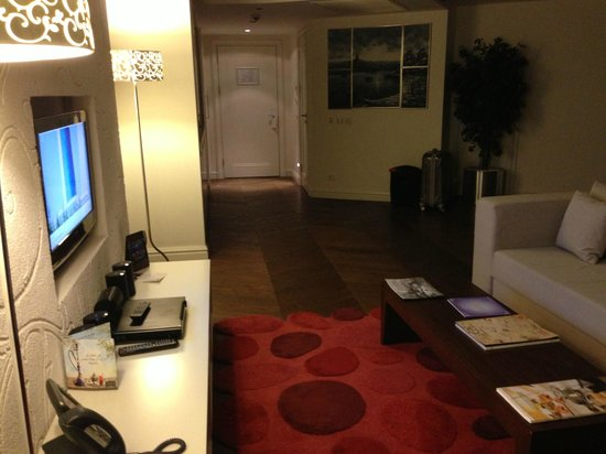 Rixos Taksim Istanbul: Downstairs Living Area with Guest Bathroom, Flat Screen and Media Sound System