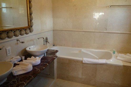 Village du Pecheur: room 19 - bathroom