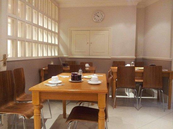 Wedgewood Hotel: Breakfast room