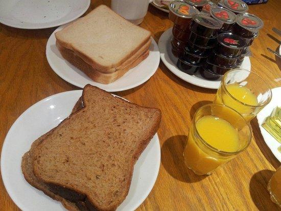 Wedgewood Hotel: Breakfast