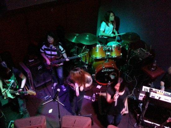 Titanium Bar: Unicorn band