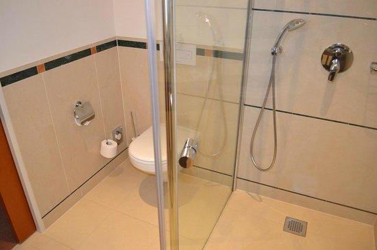 ATLANTIC Hotel Wilhelmshaven: Badezimmer