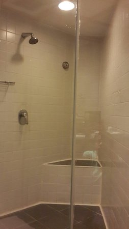 President Park Bangkok: Standard Room bathroom. No bathtub.