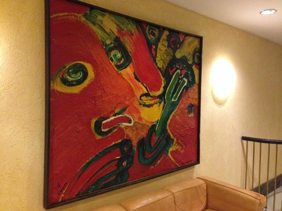 Hotel Lundia: 廊下にはセンスのよい絵画