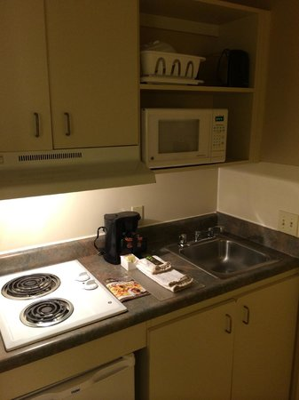 Extended Stay America - Chesapeake - Churchland Blvd.: Kitchen area