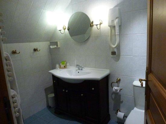 Hotel Belle Epoque: A sparkling clean bathroom