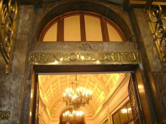Gran Hotel Bolivar: Entrada do Hotel em mármore e bronze