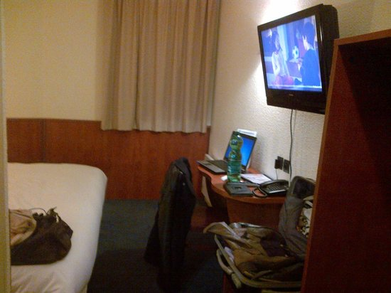 Brit Hotel Orleans St Jean de Braye – L'Antares: tv