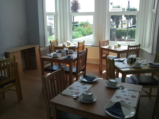 Baltimore Guest House: Sea view dining room