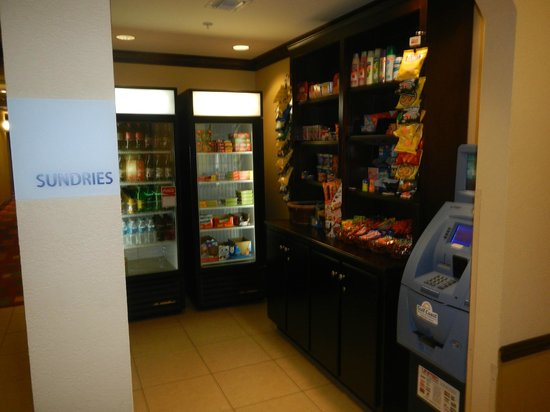 Holiday Inn Express Hotel & Suites - Pensacola West-Navy Base: Vending del Hotel