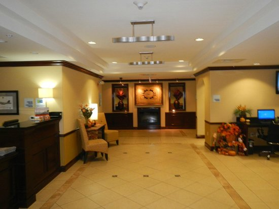 Holiday Inn Express Hotel & Suites - Pensacola West-Navy Base: Recepción Hotel