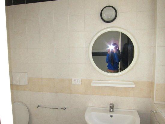 New Generation Hostel Urban Brera: 4-хместный номер на 2-ом этаже, ванная