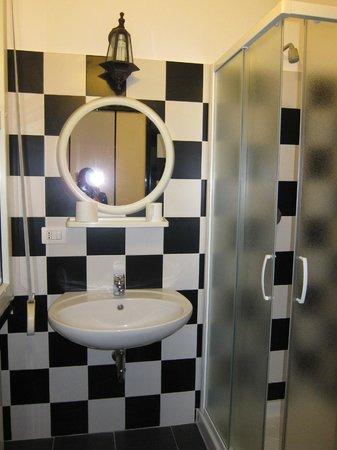 New Generation Hostel Urban Brera: Ванная комната в 3-хместном номере на 3 этаже