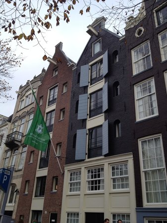 Hotel Pulitzer Amsterdam: From Outside ours was bottom shuttered room