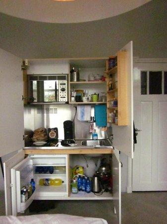 أمستل كورنر: The most amazing cupboard since the one to Narnia!