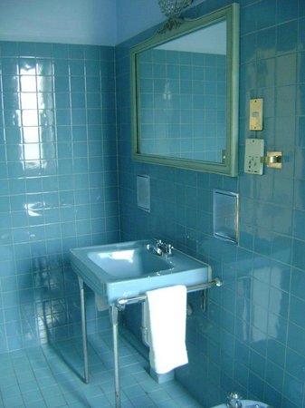 Gran Hotel Bolivar: Banheiro com louça antiga e tudo funcionando