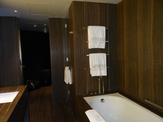 Armani Hotel Dubai: banheiro do quarto