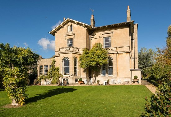 Apsley House Hotel: A sunny day at Apsley House