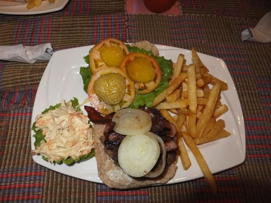 Kayak Kafe & Juice Bar: Beef burger with extra bacon and french fries