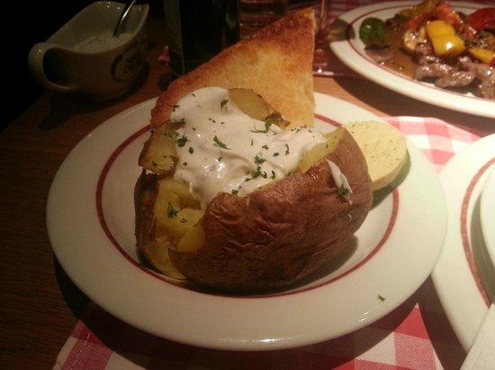 Block House Frankfurt-Westend: Pane e patata di contorno