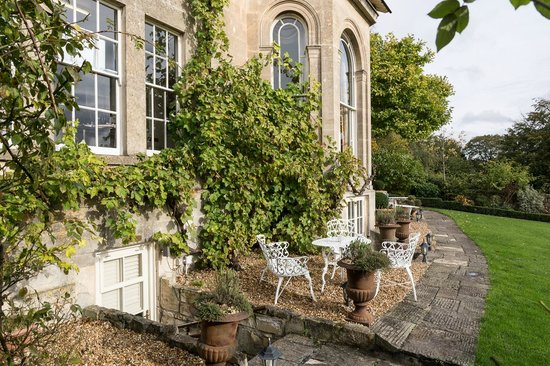 Apsley House Hotel: The Back Gardens